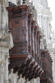 Palacio_Arzobispal_Lima_Balcón_1